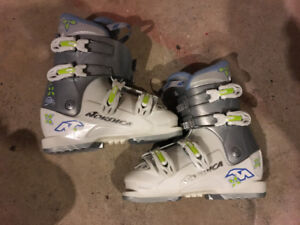 GIRLS NORDICA SKI BOOTS