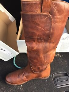 FRYE boots size 9.5 NWT