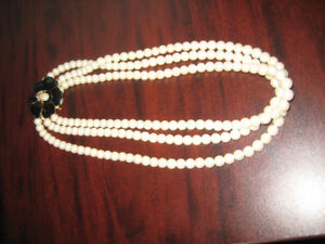 Stella and Dot Kelly Pearl Necklace