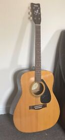 Yamaha FG 300A Acoustic Guitar with leather case
