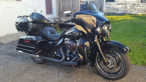 2011 Electra-Glide Ultra Classic BLACKED-OUT!!!