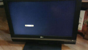 LG LCD TV. 32 inch. Great sound!