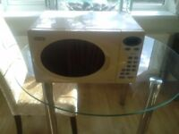 White microwave in excellent condition
