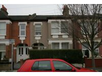 To Let large 3 beds 2 baths garden flat in South Wimbledon SW19 near zone 3 tubes and shopping mall