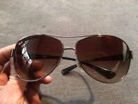 Ray Ban RB3386 Aviator sunglasses