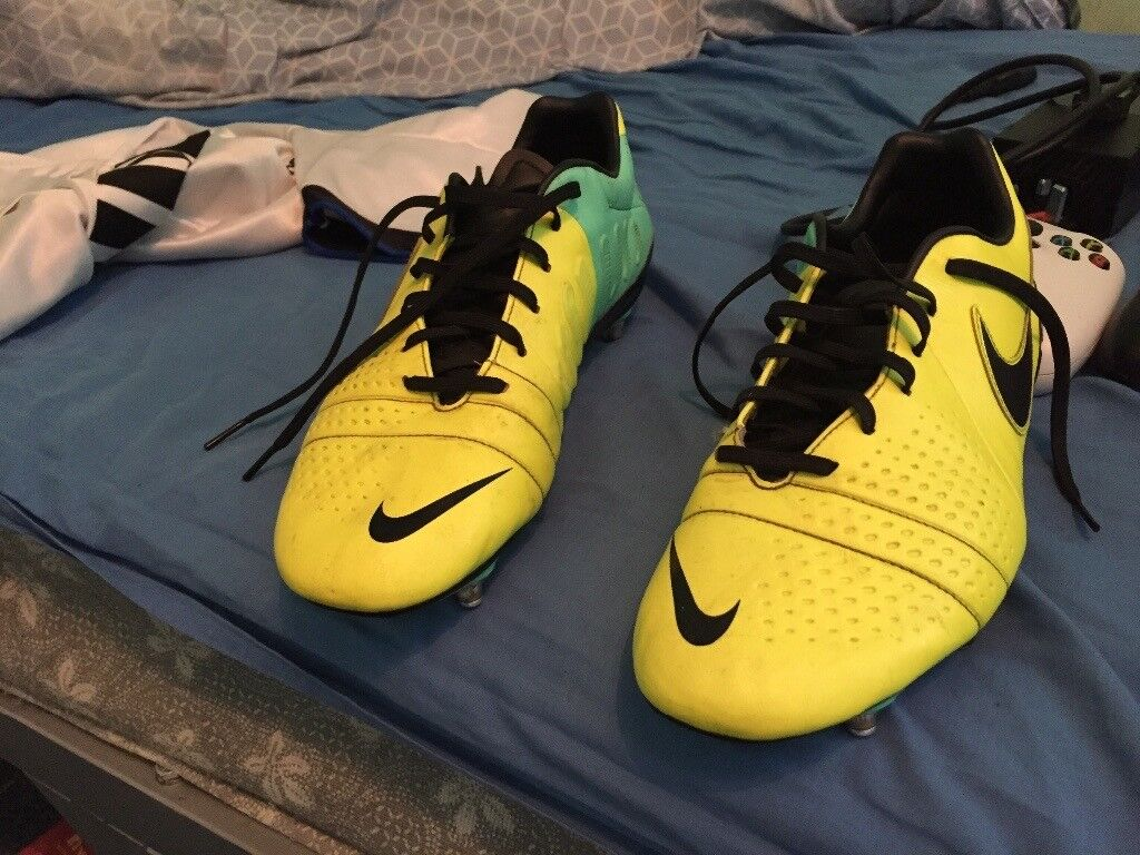 NIKE FOOTBALL BOOTS STOODS SIZE 10in Coventry, West MidlandsGumtree - YELLOW CTR NIKE FOOTBALL STOODS, good condition and clean , SIZE 10 . Selling for cheap £20