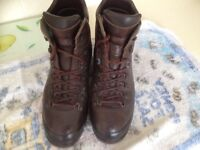 SCARPA Italian Mens Treking Boots size UK 9 (43)