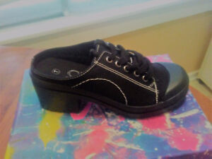 Ladies Black Slip on Shoe Size 7m By Chinese Laundry