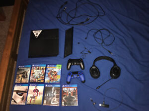 PS4 2 controllers 7 games and wireless gaming head set