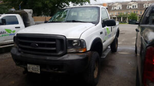 2002 Ford F-350 Low kms.