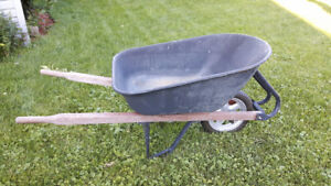 Brouette / wheelbarrow tres solide et en excellente condition