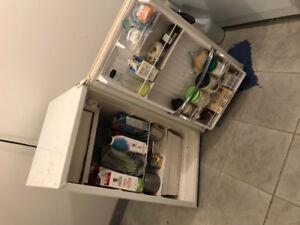 $75  Small Fridge Refrigerator Refrigerateur