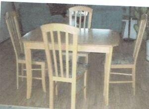 Set de salle à diner table et chaises en chêne naturel