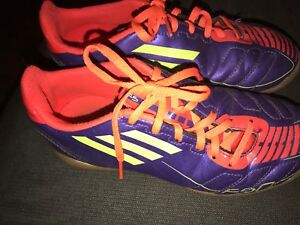 Boys size 2 indoor soccer cleats