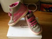 Clarks ankle boots / shoes