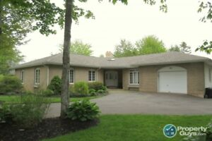 So much to offer, 5 bed/2.5 bath in Saywood Estates