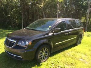 2015 Chrysler Town & Country S  **UBER LOW K** Call today