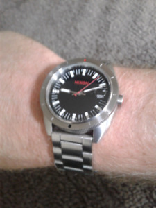 Like new men's Nixon Rover SS 2 watch w/ box and extra link. Ret