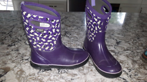 Girls size 6 winter bogs