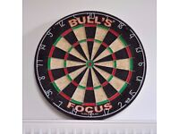 Bulls Focus Dartboard and 6 Steeldarts