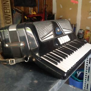 2 Bellini accordions