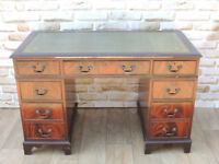 Vintage pedestal desk with Key (Delivery)