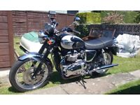 TRIUMPH T100 BONNEVILLE 2006 | 1,004 GENUINE MILES | SHOWROOM CONDITION