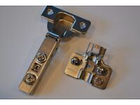 SOFT CLOSE KITCHEN CABINET HINGES (NEW) 32 HINGES AND PLATES.