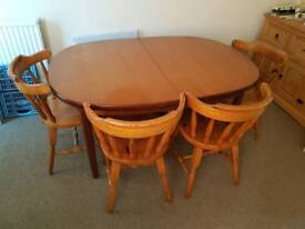 Extendable wooden dining table with 4 pine chairs