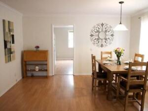 2 bed house, sleeps 6, downtown, close to beach and amenities