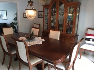 11 Piece Dining Room set. Solid Wood