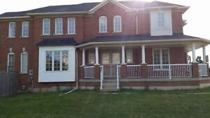 Townhouse For Rent In Richmond Hill