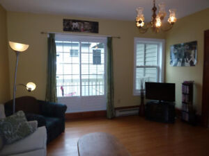 South End, 3-bedroom 2nd floor, av. Sept. 1st