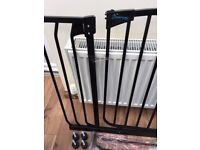 Dreambaby Chelsea Xtra-Wide Gate Set with 2 extensions - Black - HOUSE CLEARANCE