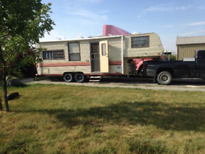 26 foot 5th wheel and 1999 Dodge 1 ton