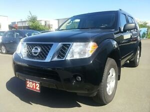 2012 Nissan Pathfinder SV 4WD 4x4! Auto! and more !