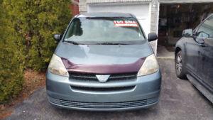 2004 Toyota Sienna CE Minivan, Van