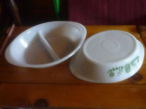 Objets milk glass, plats, bols, lampe.