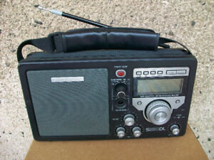 Grundig S350DL shortwave field radio
