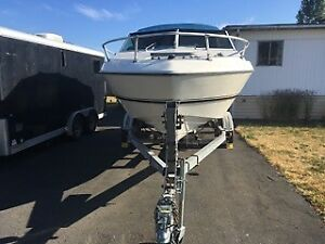 1977 FIBREFORM 19 FOOT BOAT WITH EZ LOADER TRAILER