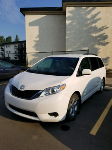 ***2014 TOYOTA SIENNA LE FIRST OWNER VERY  WELL MAINTAINED***