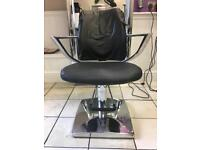 6 hairdressing chairs