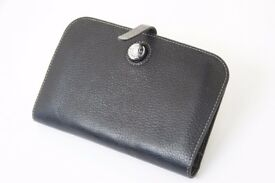 Women's wallet purse with zipped compartment.