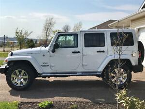 2017 Jeep Wrangler Unlimited Sahara SUV, Crossover