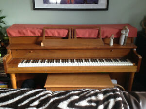 Handel piano with bench