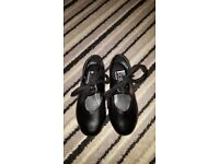 GIRLS BLACK TAP SHOES SIZE 9