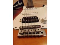 FENDER STRATOCASTER + Case + Cable