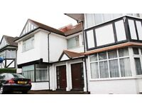 Huge 5 Bed House in Queens Park Available Immediately - Perfect for Students, Sharers or Family