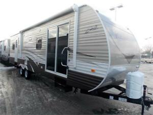 2017 FOREST RIVER SHASTA REVERE 32FE TRAVEL TRAILER
