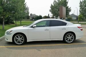 2009 Nissan Maxima SV fully loaded
